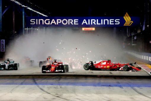 Foto Poster Kimi Raikkonen tijdens de Start van GP Singapore 2017