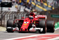 Foto Poster Kimi Raikkonen tijdens de GP van Brazilie, F1 Ferrari Team 2017