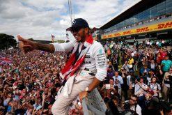 Foto Poster Lewis Hamilton tijdens de GP van Engeland, F1 Mercedes Team 2016