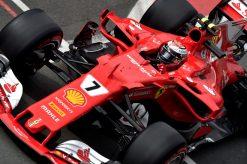 Foto Poster Kimi Raikkonen tijdens de GP van Engeland, F1 Ferrari Team 2017
