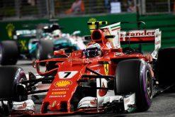 Foto Poster Kimi Raikkonen tijdens de GP van Singapore, F1 Ferrari Team 2017
