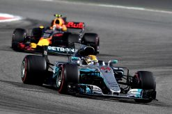 Foto Poster Lewis Hamilton tijdens de GP van Bahrein, F1 Mercedes Team 2017