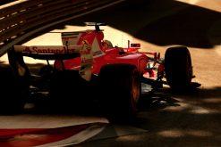 Foto Poster Sebastian Vettel tijdens de GP van Baku, F1 Ferrari Team 2017