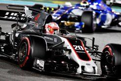 Foto Poster Kevin Magnussen tijdens de GP van Abu Dhabi, F1 Haas Team 2017
