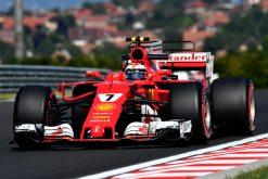 Foto Poster Kimi Raikkonen tijdens de GP van Hongarije, F1 Ferrari Team 2017