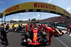 Foto Poster Sebastian Vettel tijdens de GP van Hongarije, F1 Ferrari Team 2017