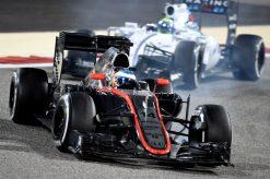 Foto Poster Fernando Alonso in actie tijdens de F1 GP Bahrein 2015