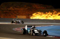 Foto Poster Lewis Hamilton tijdens de GP van Bahrein, F1 Mercedes Team 2015