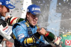 Fernando Alonso wint met zijn WK titel tijdens de GP van Brazilie 2006