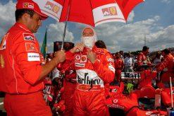 Foto Poster Rubens Barrichello op de Grid, F1 Ferrari Team 2004
