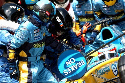 Foto Poster Fernando Alonso tijdens een Pitstop 2004