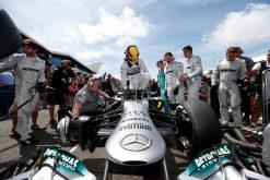 Foto Poster Lewis Hamilton tijdens de GP van Engeland, F1 Mercedes Team 2013