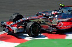Foto Poster Heikki Kovalainen in actie tijdens de GP van Frankrijk, F1 McLaren Team 2008