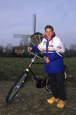 Foto Poster Jacques Villeneuve tijdens een Hollands tafereeltje 1997