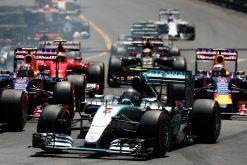 Foto Poster Nico Rosberg in Actie tijdens de start van GP Monaco, F1 Mercedes Team 2015
