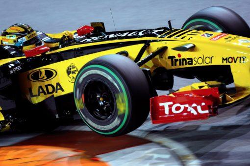 Foto Poster Robert Kubica in actie tijdens de GP van Singapore, F1 Renault Team 2010
