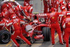 Foto Poster Kimi Raikkonen tijdens de GP van Engeland 2007