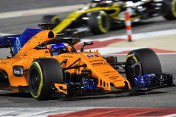 Fernando Alonso - McLaren in actie tijdens de GP van Bahrein, Formule 1 Seizoen 2018