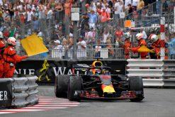Haal de Formule 1 in huis met een Foto van Daniel Ricciardo – Red Bull Racing Winnaar van de Grand Prix van Monaco 2018 – Welke te bestellen is als Poster, Ingelijst, Acrylglas, Alu-Dibond, Canvas, Forex of maak je eigen F1 Puzzel, Nieuw in ons assortiment F1 Behang.