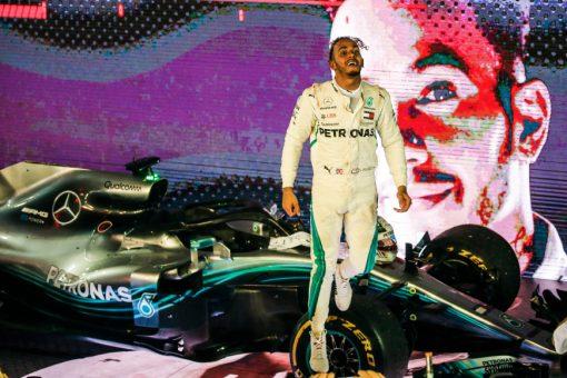 Foto van Lewis Hamilton, GP van Singapore 2018 welke te bestellen zijn o.a. als Poster | Ingelijst | Acrylglas | Canvas en zelfs Behang!