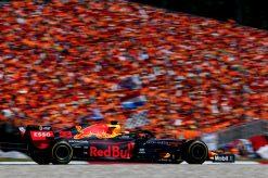 Max Verstappen in actie met het oranjelegioen