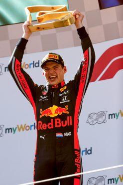 Max Verstappen – Red Bull Racing viert zijn overwinning op het podium GP Oostenrijk
