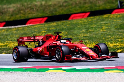 Sebastian Vettel in actie tijdens de GP van Oostenrijk 2019