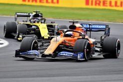 Carlos Sainz met Daniel Ricciardo race foto GP Engeland 2019