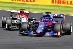 Daniil Kvyat met Kimi Raikkonen race foto GP Engeland 2019