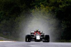 Antonio Giovinazzi in actie regen foto tijdens de GP van Hongarije 2019