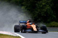 Carlos Sainz in actie regen foto tijdens de GP van Hongarije 2019