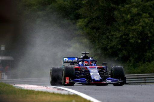 Daniil Kvyat in actie regen foto tijdens de GP van Hongarije 2019