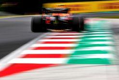 Pierre Gasly in actie speed foto tijdens de GP van Hongarije 2019