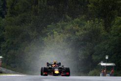 Pierre Gasly in actie regen foto tijdens de GP van Hongarije 2019