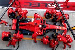 Sebastian Vettel pitstop tijdens race Rusland 2019