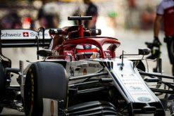 Kimi Raikkonen, Alfa Romeo tijdens de vrije training GP Abu Dhabi 2019 Pitstraat Foto